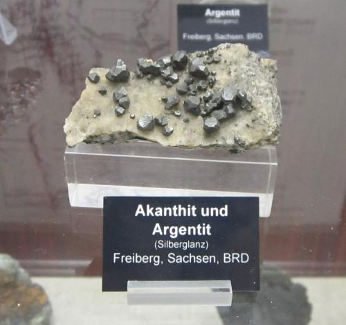 Acanthite<br />Distrito Freiberg, Erzgebirge, Sajonia/Sachsen, Alemania<br />Specimen size ~ 6 cm<br /> (Author: Tobi)