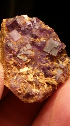Fluorita<br />Zona minera de Berbes, Berbes, Ribadesella, Comarca Oriente, Asturias, Principado de Asturias, España<br />4 cm x 2,5 cm<br /> (Autor: Iwok)