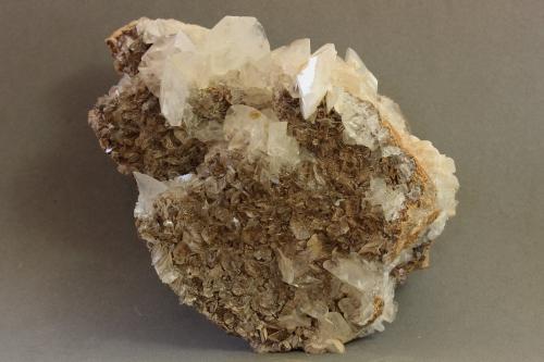 Calcita<br />Canteras de mármol, Estremoz, Distrito Évora, Región Alentejo, Portugal<br />125X71X48 mm<br /> (Autor: Juan Espino)