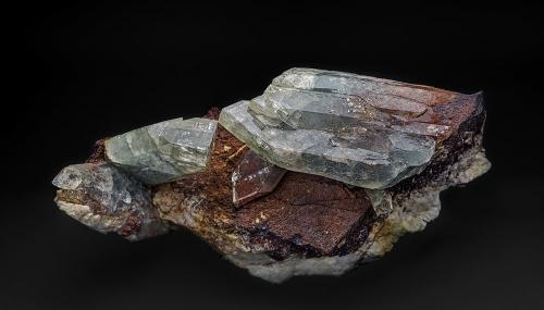 Barite, Hematite, Dolomite<br />Frizington, West Cumberland Iron Field, former Cumberland, Cumbria, England / United Kingdom<br />14.0 x 6.5 cm<br /> (Author: am mizunaka)