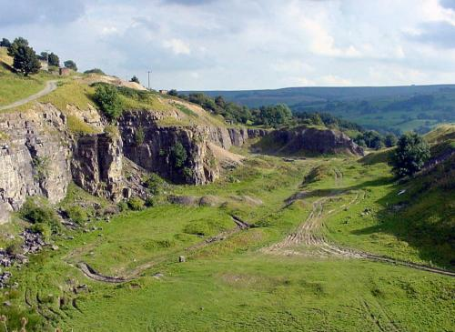 A view of the western extension of the Rogerley Quarry, taken in 2002. The Sutcliffe Vein is the larger of the two ribs of rock extending from the quarry face. The smaller rib, to the left of the Sutcliffe has never to my knowledge been prospected.  I understand that the site looks a bit different now, after recent work. (Author: Jesse Fisher)