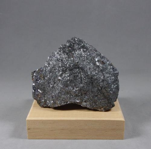 Geocronita<br />Mina Sala Silver, Sala, Västmanland, Suecia<br />6,3 x 4,9 x 2,6 cm.<br /> (Autor: J. G. Alcolea)