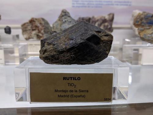 Rutilo<br />Montejo de la Sierra, Comarca Sierra Norte de Madrid, Madrid, Comunidad de Madrid, España<br />7,3 x 4,7 x 3,4 cm.<br /> (Autor: Carles)