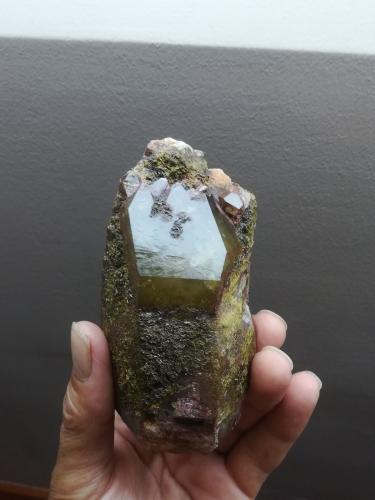 Cuarzo (variedad ahumado) con Epidota<br />Monte Xiabre, Villagarcía de Arosa, Pontevedra, Galicia, España<br />15x8cm aprox<br /> (Autor: ximocompany)
