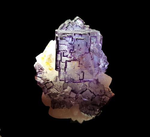Fluorita<br />Filón Josefa-Veneros, Coroña de Arriba-La Collada, Zona minera de la Collada, Siero, Comarca Oviedo, Asturias, Principado de Asturias, España<br />7x9,5x5,5 cm<br /> (Autor: Nacho)