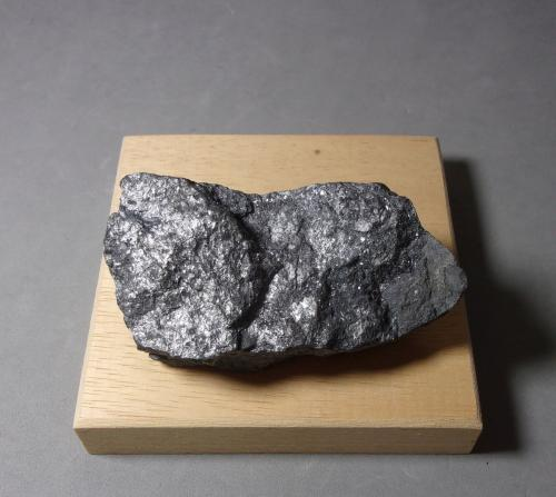 Geocronita<br />Mina Uranium número 16 (pozo número 16), Háje, Příbram, Región Bohemia Central, Bohemia, República Checa<br />7,2 x 3,5 x 2,7 cm.<br /> (Autor: J. G. Alcolea)