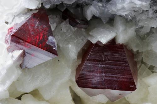 Cinabrio<br />Mina Yanwuping, Wanshan, Prefectura Tongren, Provincia Guizhou, China<br />cristal mayor 16mm<br /> (Autor: Ramon A  Lopez Garcia)