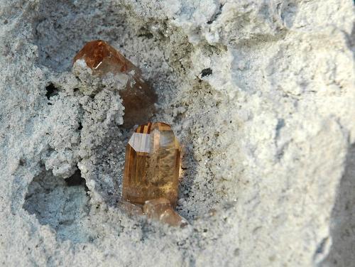Topacio<br />Concesión Maynard's, Monte Pismire Knolls, Cordillera Thomas, Condado Juab, Utah, USA<br />8,2 x 7,1 cm.<br /> (Autor: Xavier Bordas)