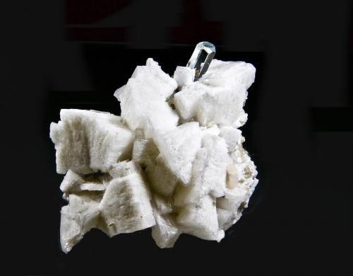 Berilo (variedad aguamarina), Fluorapatito, Albita<br />Dassu, Valle Braldu, Distrito Skardu, Baltistan, Gilgit-Baltistan (Áreas del Norte), Paquistán<br />8,5 x 8,1 cm<br /> (Autor: Xavier Bordas)