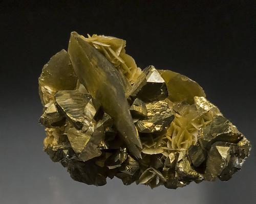 Chalcopyrite, Siderite<br />Kaiwu Mine, Hezhang, Bijie Prefecture, Guizhou Province, China<br />5 X 3.5 cm<br /> (Author: Richard Arseneau)