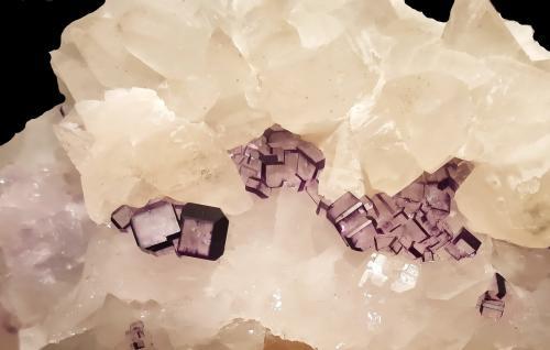 Fluorita<br />Filón Josefa-Veneros, Coroña de Arriba-La Collada, Zona minera de la Collada, Siero, Comarca Oviedo, Asturias, Principado de Asturias, España<br />14,5x5,5x8 cm.<br /> (Autor: Nacho)