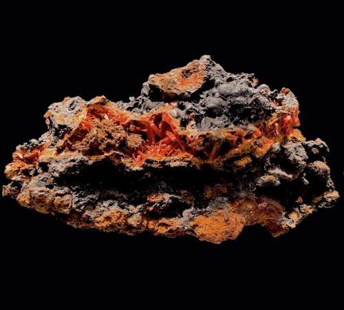 Crocoita<br />Brasil<br />11,5 x 6,2 cm.<br /> (Autor: Xavier Bordas)