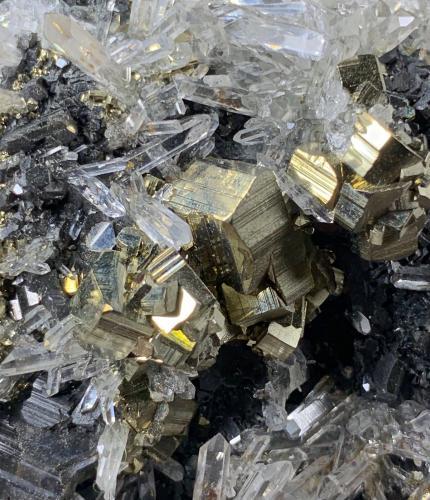 Cuarzo, Pirita<br />Zona minera Cavnic, Cavnic, Maramures, Rumanía<br />14,8 x 5,5 cm.<br /> (Autor: Xavier bordas)