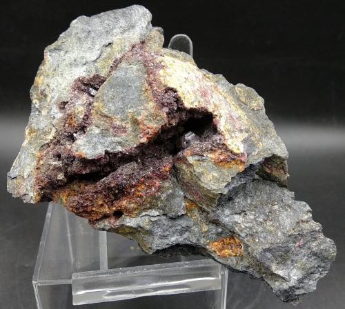 Cinabrio<br />Mina Las Cuevas, Almadén, Comarca Valle de Alcudia, Ciudad Real, Castilla-La Mancha, España<br />10.5x7.5cm<br /> (Autor: yowanni)