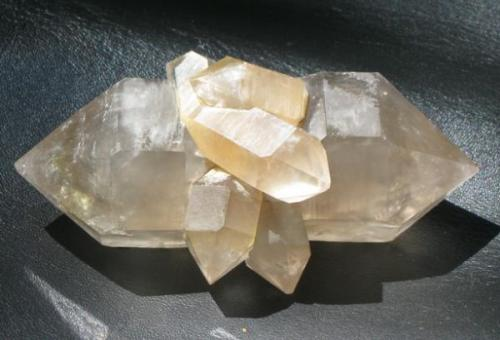 DT quartz crystal with attached quartz points, Honghe, yunnan Province, China.  10.5 x 5 x 5 cm (Author: Tracy)