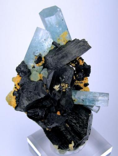 Beryl, tourmaline (schorl) Erongo Mountain, Usakos and Omaruru Districts, Erongo Region, Namibia (Author: Carles Millan)