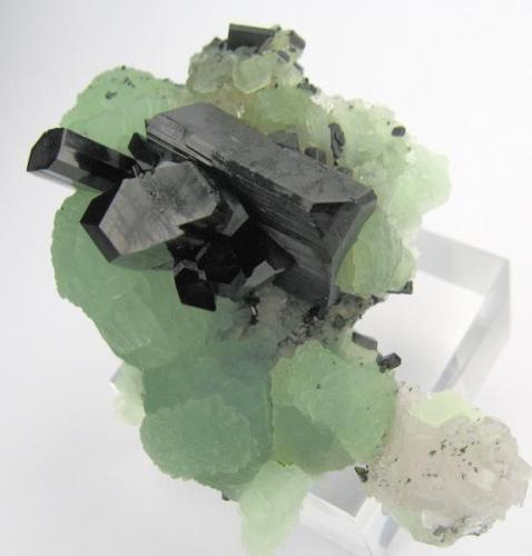 Babingtonite, prehnite, quartz Qiaojia, Zhaotong, Yunnan, China 71 mm x 55 mm. Major crystal size: 22 mm on edge (Author: Carles Millan)