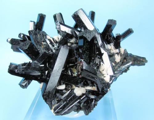 Aegirine, orthoclase Mount Malosa, Zomba District, Malawi 95 mm x 78 mm. Main aegirine crystal: 39 mm long (Author: Carles Millan)