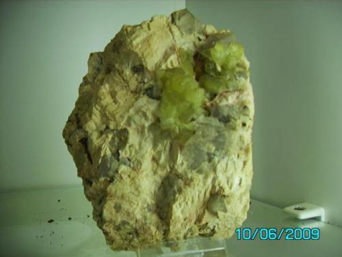 Prehnita y cuarzo ahumado  sobre ortosa Valdemanco Madrid año 1994 tamaño pieza 14cmsx7cms. (Autor: Gelo)