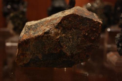 "Cristal incompleto de rutilo niobífero (10 x 6 x 5 cm). Mina ""Diéresis"", nº 9424, Paraje ""Sierra de la Albarrana-Puerto del Cabril"", Hornachuelos, Córdoba, Andalucía, España (Autor: Inma)"