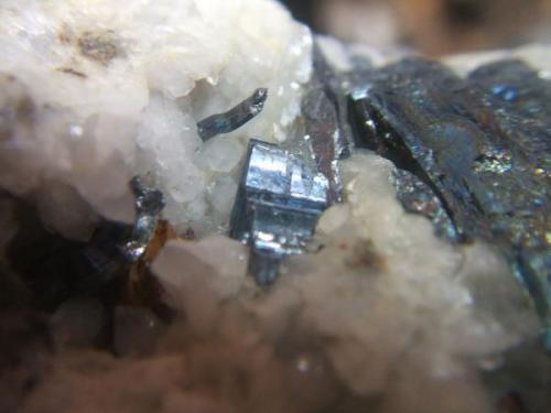 Antimonita mina Nerón El Cerro de Andévalo Huelva, cristal 8mm (Autor: Nieves)