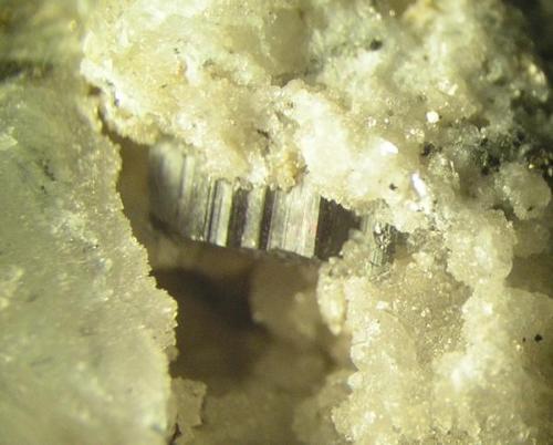 Otro bournonita de 1 cm donde se ve bien la típica rueda dentada. Mina La Fuerza, Hiendelaencina, Guadalajara (Autor: Adrian Pesudo)