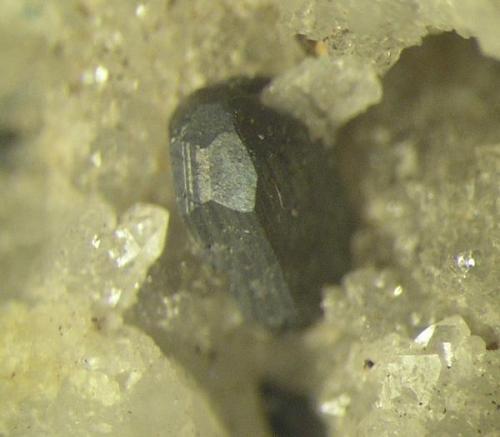 Miargirita. Cristal de 2 mms. Mina La Fuerza, Hiendelaencina, Guadalajara (Autor: Adrian Pesudo)
