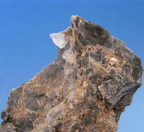 DOLOMITA Afloramiento - Albatera - Alicante. Pieza; 9x6,4 cm. Cristal aéreo; 1x1,4cm. (Autor: DAni)