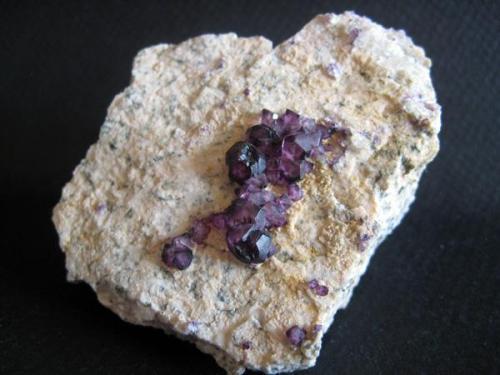 Fluorita sobre granito. 6x4 cm, Arteixo (A Coruña). Año 1999 (Autor: usoz)