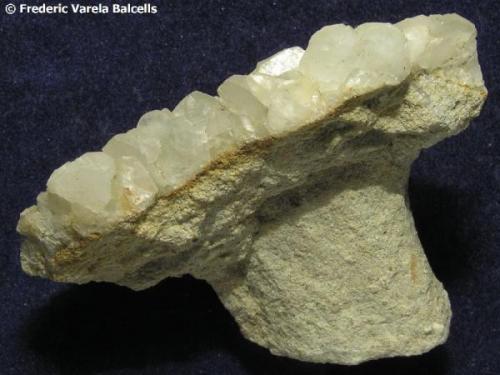 Calcita sobre molde fósil. Can Campanyà, Castellbisbal, Vallès Occidental, Barcelona, Catalunya, España. 6 x 4 x 3 cm. (Autor: Frederic Varela)