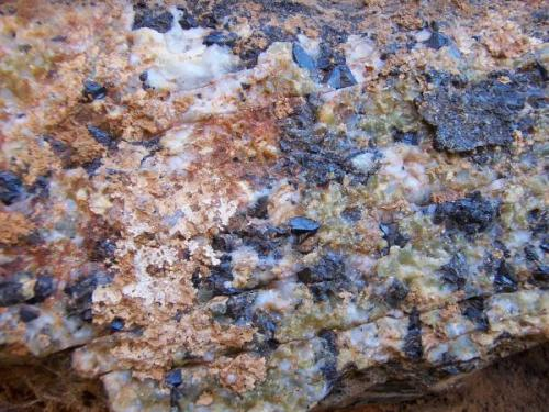 Grupo de Casiteritas y Moscovita (variedad pinita) - San José- ( CC) (Autor: luisfrancisco)