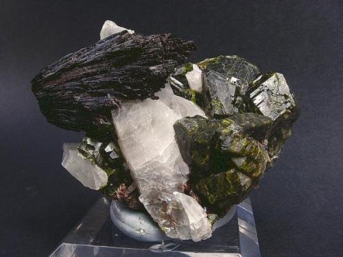 Epidota con cuarzo y ferropargasita<br />Minas de Cala, Cala, Comarca Sierra de Huelva, Huelva, Andalucía, España<br />5 x 3 cm.<br /> (Autor: Juan Cabezas)