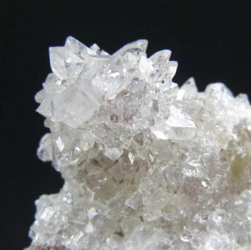 Agregado de cristales milimétricos de fluorapofilita del Plutón de la Cabrera (Autor: Ramón Jiménez)