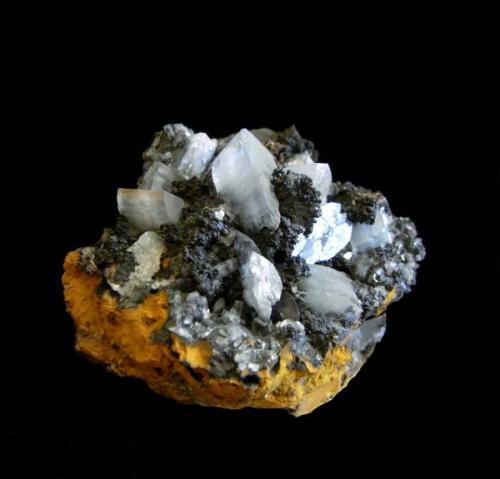 Barita<br />Grupo Minero Londres, El Pedroso, Comarca Sierra Norte, Sevilla, Andalucía, España<br />Pieza de 5,5x5,8 cm., con cristales de hasta 1,5 cm.<br /> (Autor: DAni)