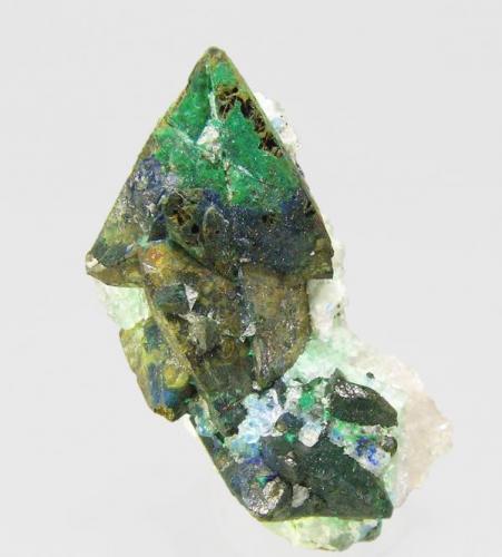 Tetraedrita con Malaquita-Azurita y en Cuarzo<br />Mina El Coriellu, El Coriellu, San Cosme de Llerandi, Parres, Asturias, Principado de Asturias, España<br />3.2 x 2.2 x 2.1 cm / El cristal más grande mide: 1.2 x 1.1 cm<br /> (Autor: Jordi Fabre)