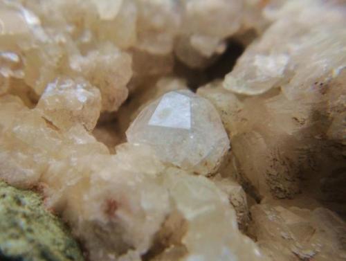 Analcima<br />Rambla de Los Lobos, Alamedilla, Granada, Andalucía, España<br />Cristal  cm.<br /> (Autor: Nieves)