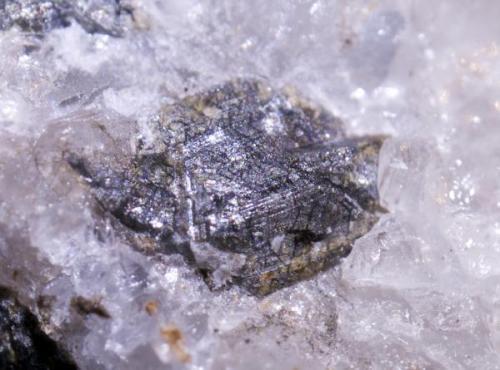 Cristal de casiterita, Minas Salaverri, Niño do Corvo, San Xoan de Tabagón, O Rosal, Pontevedra. 3-4 mm de cristal (Autor: usoz)