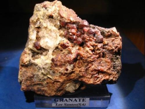 Granate (grupo)<br />Depósito W Los Santos, Los Santos, Comarca Entresierras, Salamanca, Castilla y León, España<br />10 x 8 cm.<br /> (Autor: Calita)