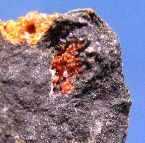 Rejalgar<br />Mina San Gregorio, Valverdín, Cármenes, León, Castilla y León, España<br />Cristales de 1,5 mm.<br /> (Autor: Calita)