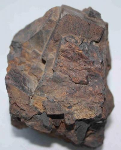 Hematites pseudomorfo de pirita. (Pieza de 6,5x8 cm; cristal mayor: 3x2,5 cm). Oliva de la Frontera (Badajoz) (Autor: Inma)