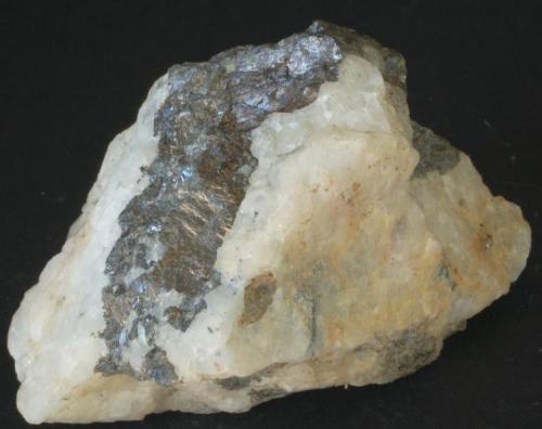 Esfalerita - Mines d'Osor, La Selva, Girona, Catalunya, España Medidas: 5,5x3,6x3,5 cms (Autor: Joan Martinez Bruguera)