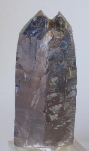 Cuarzo Ahumado (otra vista de la pieza anterior) - Pedrera Massabé, Sils, La Selva, Girona, Catalunya, España Medidas: 8,5x4,5x4,5 cms (Autor: Joan Martinez Bruguera)