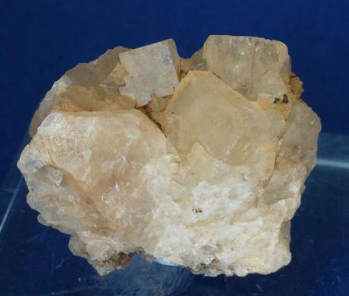 Fluorita - Mines de Sant Marçal, Viladrau, Montseny, Osona, Girona, Catalunya, España Medidas: 3 x 2,3 x 2 cms (Autor: Joan Martinez Bruguera)