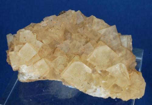 Fluorita - Mines de Sant Marçal, Montseny, Osona, Girona, Catalunya, España Medidas: 4,5 x 2,3 x 1,5 cms (Autor: Joan Martinez Bruguera)
