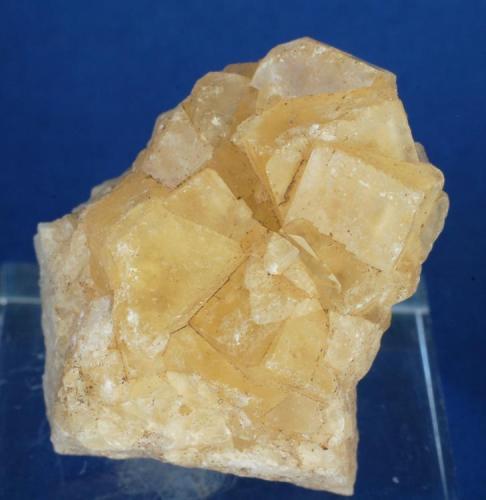Fluorita - Mines de Sant Marçal, Viladrau, Montseny, Osona, Girona, Catalunya, España Medidas: 3,5 x 3 x 2 cms (Autor: Joan Martinez Bruguera)
