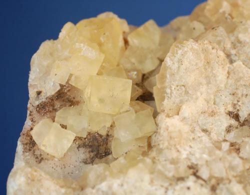 Fluorita (detalle de la pieza anterior) - Mines de Sant Marçal, Viladrau, Montseny, Osona, Girona, Catalunya, España Medidas: 10 x 6 x 5,5 cms (Autor: Joan Martinez Bruguera)