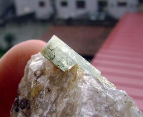 Otra vistal del cristal de berilo. (Autor: usoz)