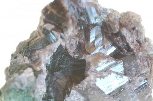 Axinita (detalle) Pantà de les Escales Serra de Sant Gervàs Casterner de les Olles Tremp Lleida Catalunya España Medidas: 65 x 45 x 25 mm (Autor: Joan Martinez Bruguera)