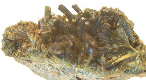Epidota  Casterner de les Olles - Serra de Sant Gervàs - Tremp - Lleida - Catalunya - España Medidas: 55 x 35 x 25 mm (Autor: Joan Martinez Bruguera)