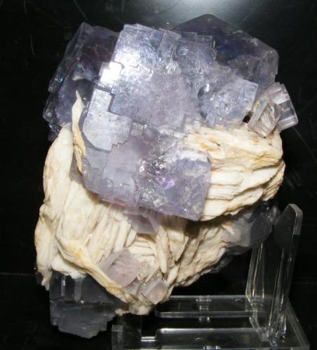 Fluorita y barita Zona Valdemar, Berbes, Asturias 14x9cm Cristal mayor: 4cm (Autor: yowanni)